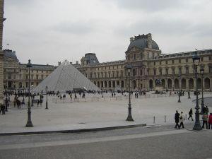 800px-Louvre_France